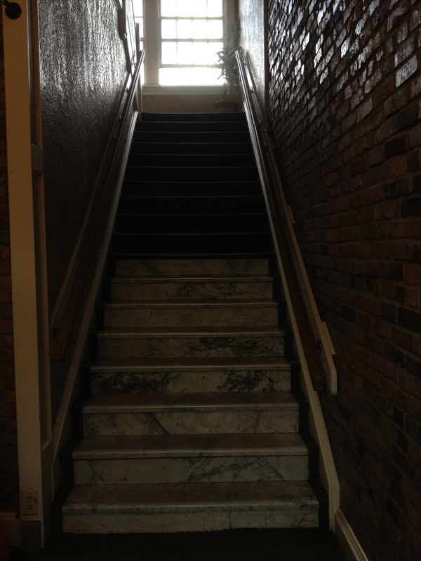 photo of the steep dark stairwell inside the front entrance of The College Inn